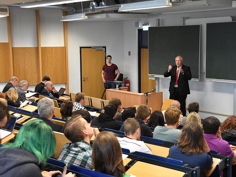 Am 16. Juni 2016 besuchte Ulrich Kelber die H-BRS und sprach über Umwelt und Nachhaltigkeit.