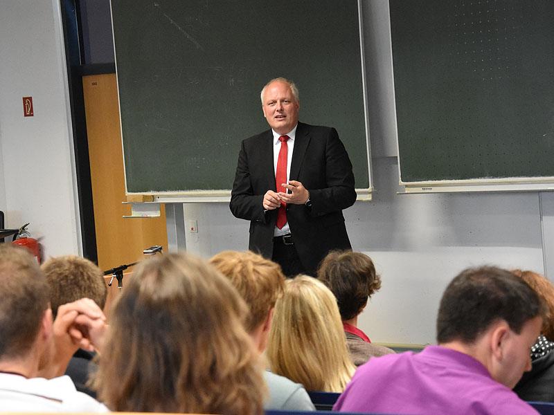 Seit 2000 ist Kelber Abgeordneter im Bundestag für die SPD.