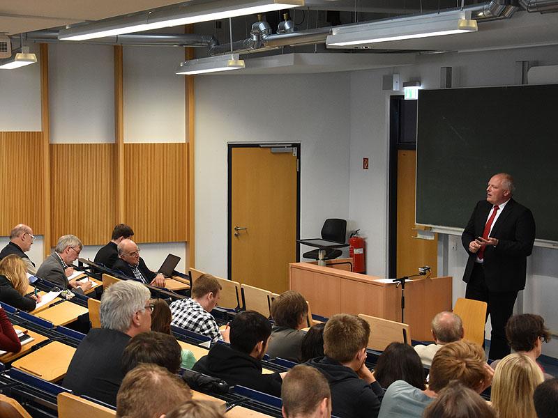Nicht nur Studierende besuchten die Ringvorlesung Technik- und Umweltethik.