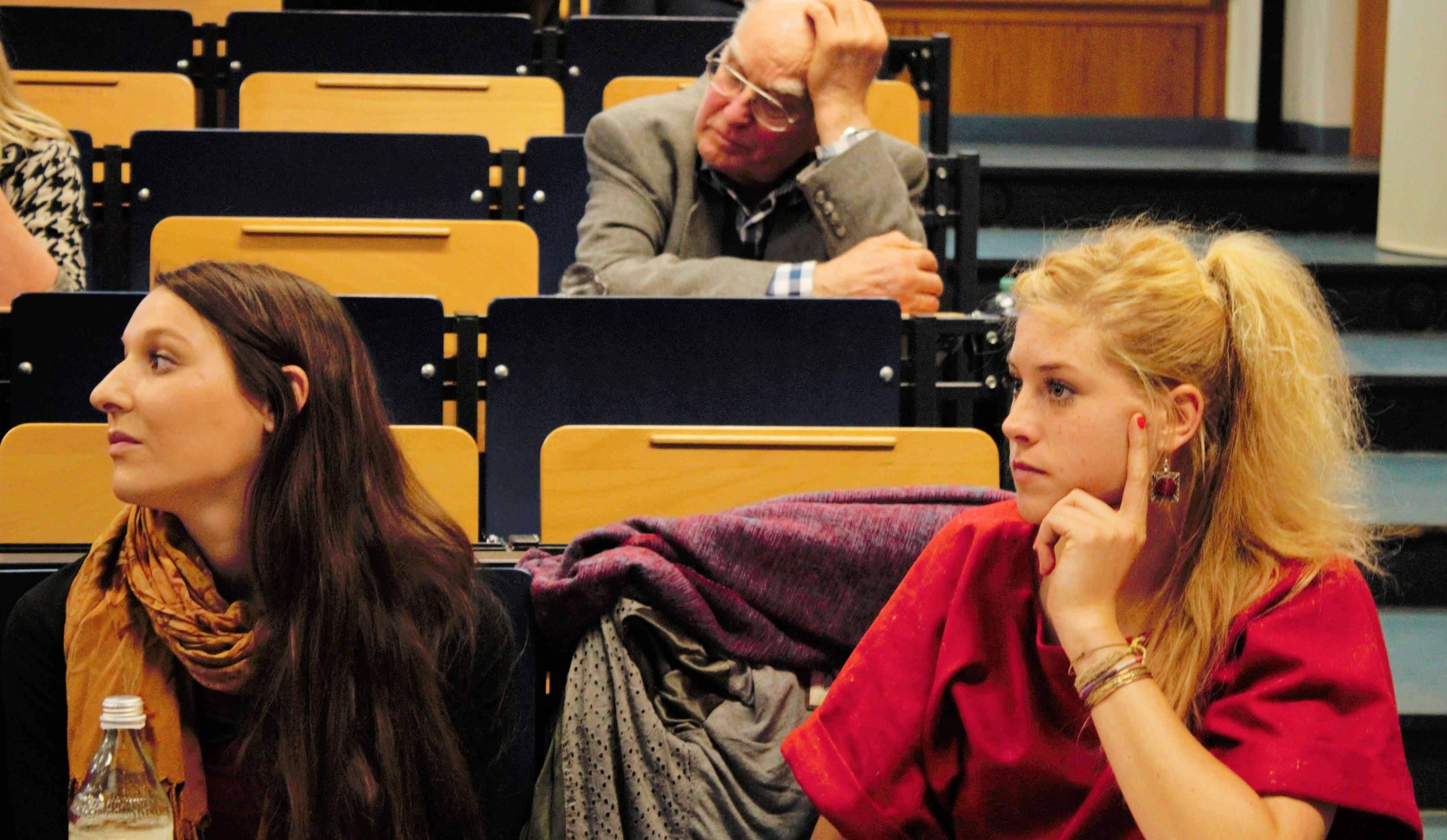 Zwei Master-Studentinnen: Yvonne Michel und Lena Siedentopp.