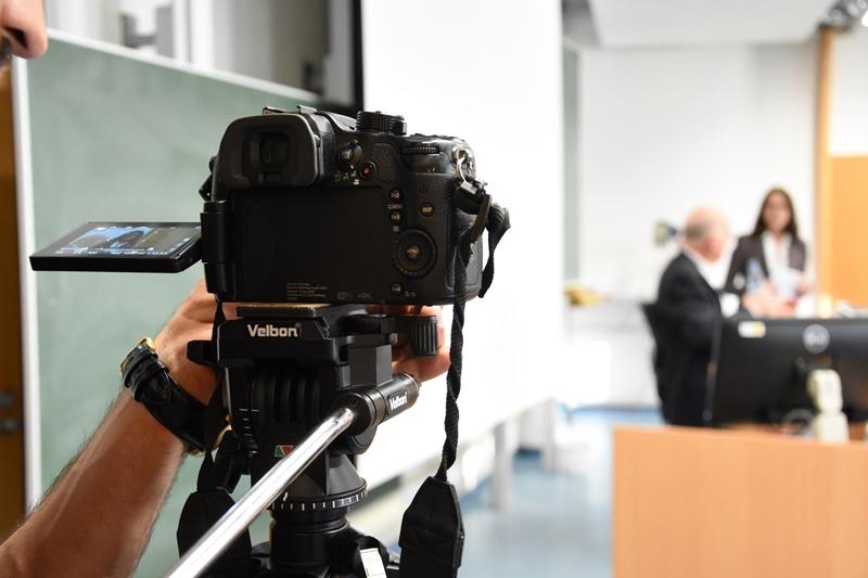 Notizen und Aufnahmen macht auch die technikjournal.de-Crew für die Berichterstattung