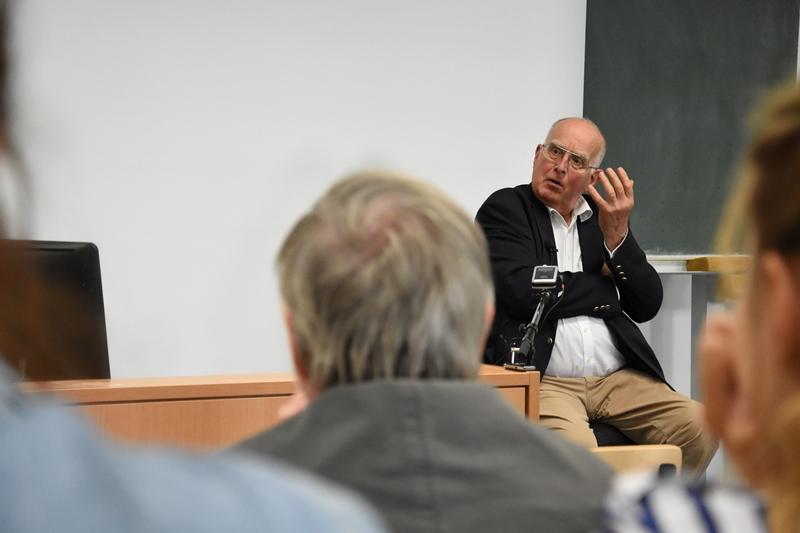 Nach dem Vortrag von Prof. Uwe Wiemken werden alle verbliebenen Fragen ausführlich besproche
