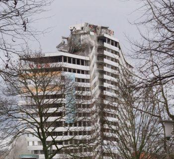 250 Kilogramm Sprengstoff bringen das Bonn-Center zu Fall. Foto: Tomas Meyer-Eppler