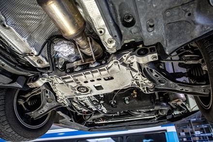 Unterseite des Testwagens mit Katalysator. //Foto: Twintec Technologie GmbH