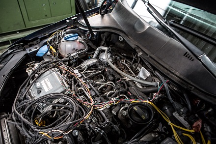 Verkabelung der Messtechnik im Testwagen. //Foto: Twintec Technologie GmbH