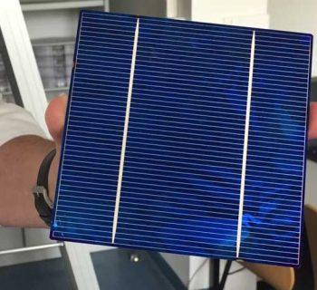 Solarzellen kompakt in Ziegelgröße//Foto: Marie Louise