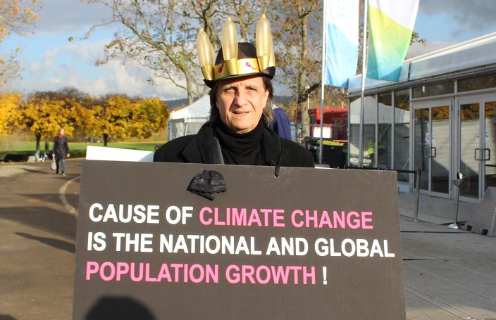 """""""Das Bevölkerungswachstum ist die Hauptursache des Klimawandels""""- Wolfgang Jordan, Künstler und Aktivist Foto: Alexander Grabowski"""