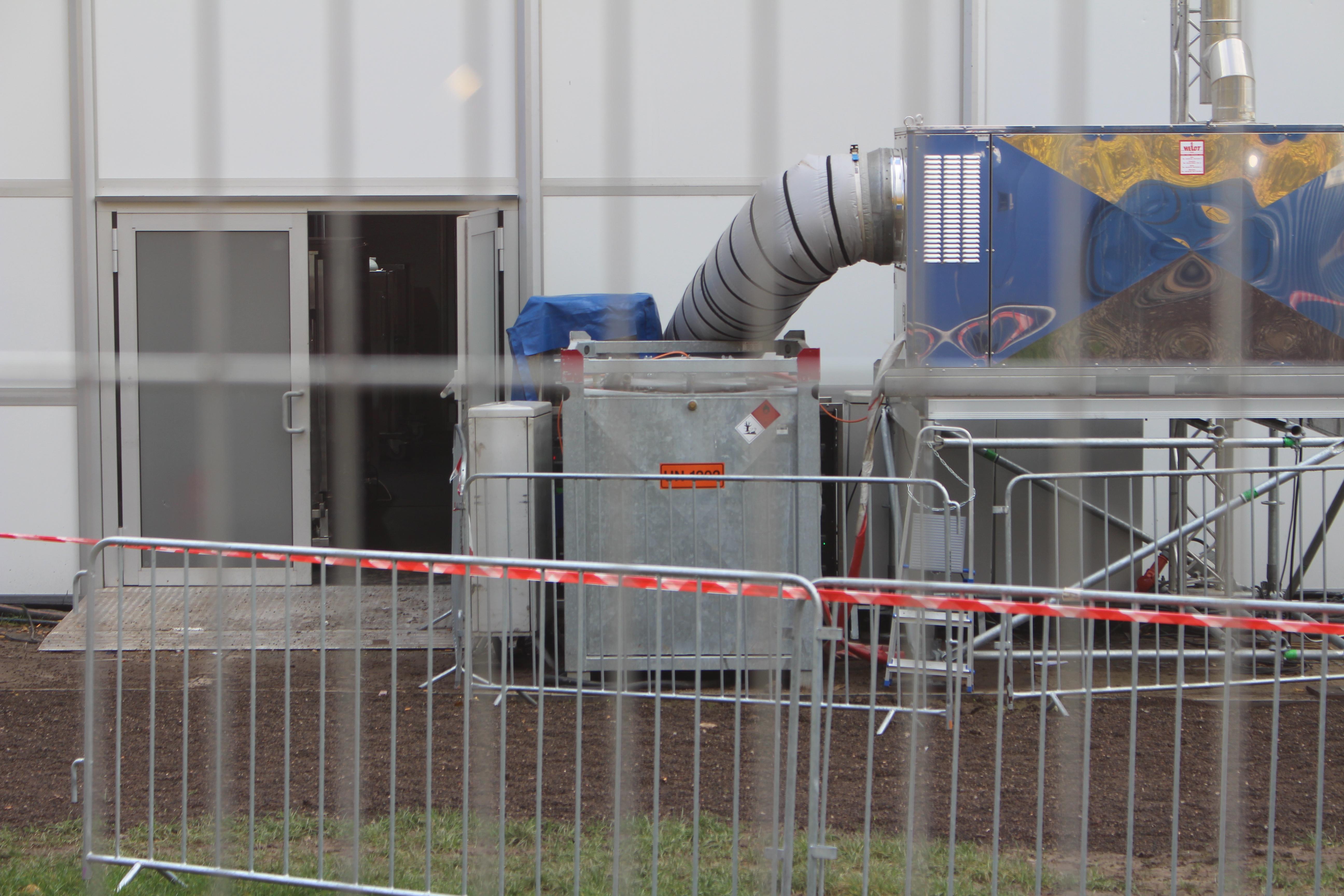Diesel-Heißluftgenerator auf dem Konferenzgelände
