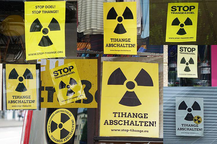 Die Anwohner in Aachen bringen mit Plakaten in den Fenstern und Aufklebern an Autos ihren Unmut gegenüber Tihange zum Ausdruck. //Quelle: Johanna Schulze