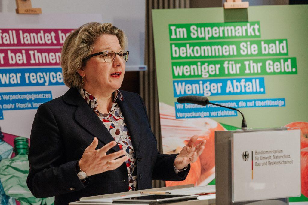 Bundesumweltministerin Svenja Schulze stellt ihren fünf-Punkte-Plan vor. Quelle: BMU/Sascha Hilgers