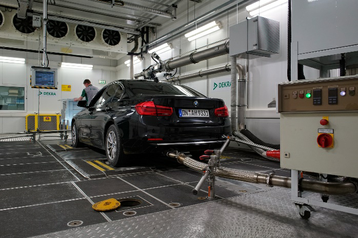 Car in the 30 minute testing procedure (Source: DEKRA – Wolfgang Sigloch (press officer)