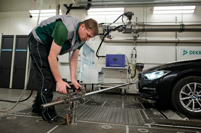 Car on test bench before the procedure(Source: DEKRA – Wolfgang Sigloch (press officer)