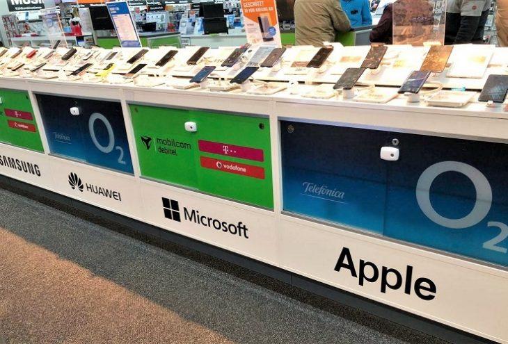 Marke Huawei ist in einer Reihe mit den Marken Microsoft und Apple zu sehen.