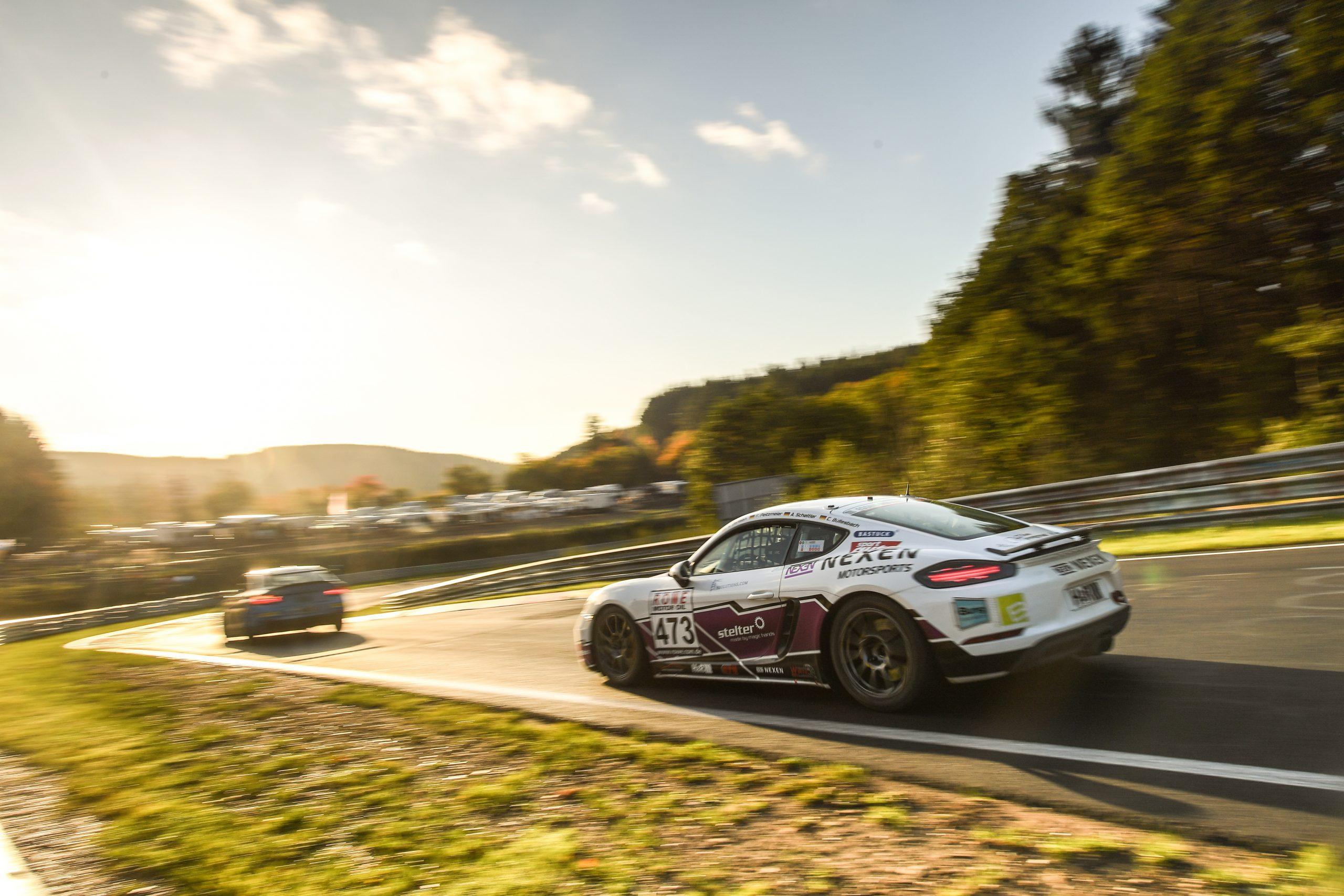 Porsche Cayman auf der Rennstrecke