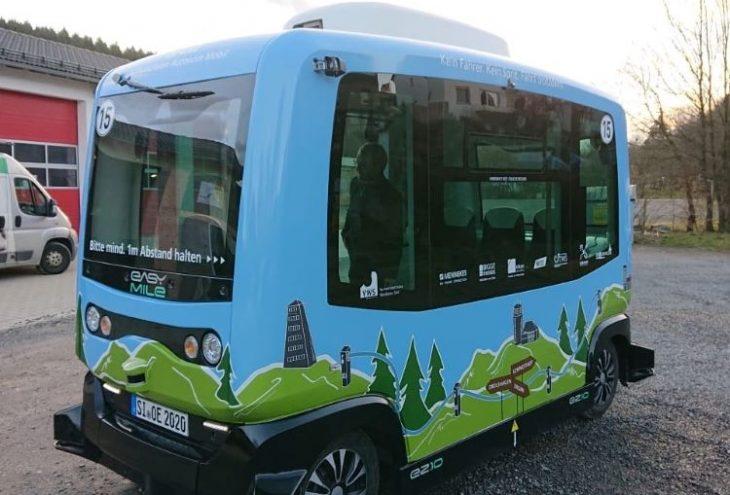 Der EZ10 von EasyMile fährt für je vier Monate auf Teststrecken in Drolshagen und Lennestadt