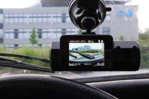 Sicht einer Dashcam aus dem Auto
